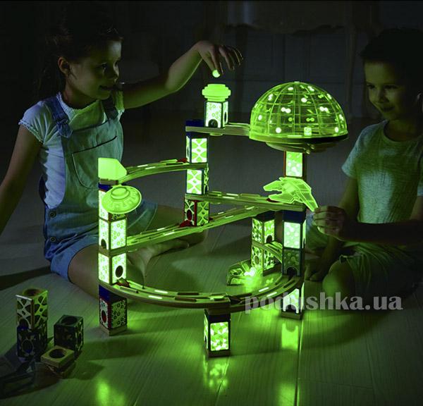 Конструктор-лабиринт Космический Город светится в темноте Hape E6017   Hape
