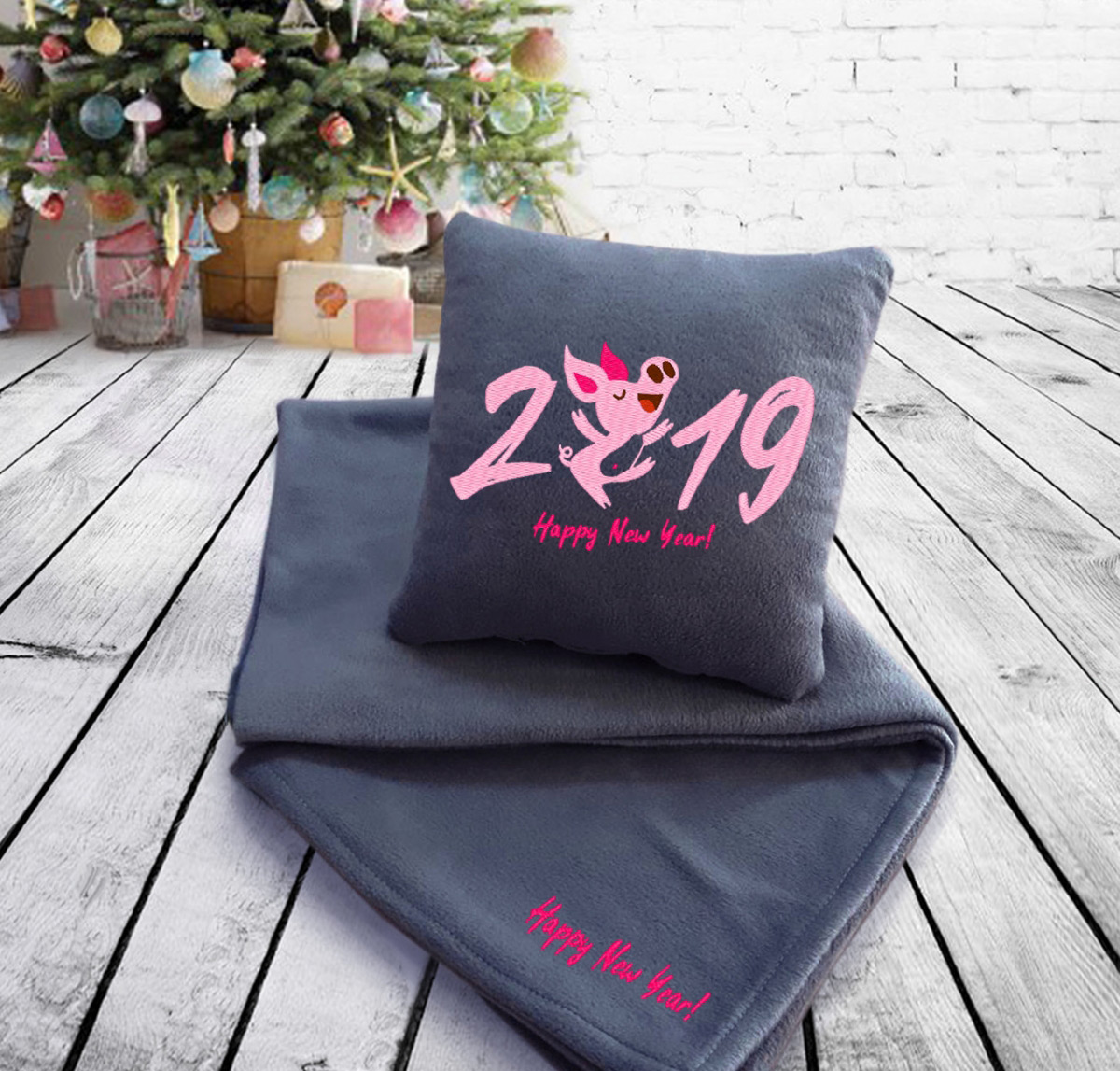 Набор подушка и плед Happy New Year 2019 05 Slivki серый