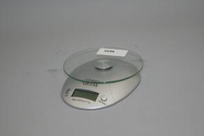 Электронные кухонные весы с часами 5696