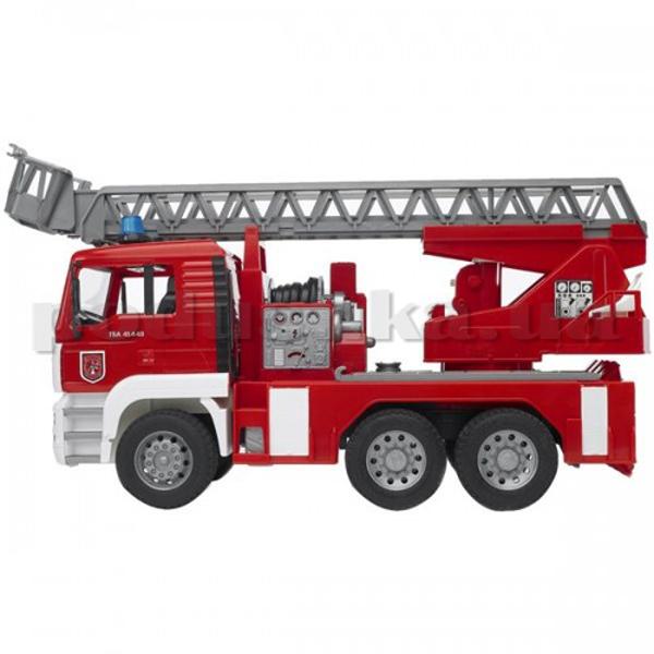 Машинка - Пожарный грузовик с лестницей (+водяная помпа+свет и звук), М1:16
