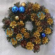 Венок новогодний с шишками Лоза и Керамика золотисто-синий