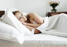 Под чем лучше спать летом?